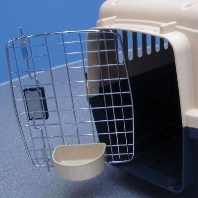 Triol пластиковая переноска для кошек и собак Premium Medium, размер 67,5х51х47 см (фото, вид 1)
