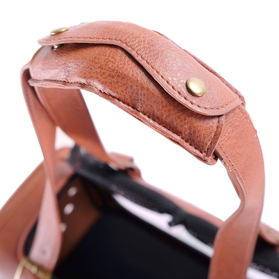 Ibiyaya складная сумка-переноска для кошек и собак до 6 кг Portico Deluxe Leather Pet Transporter, прозрачная с коричневой кожей (фото, вид 6)