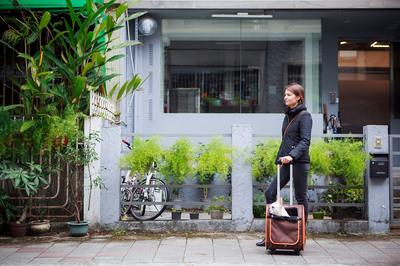 Ibiyaya многофункциональная тележка-трансформер (сумка-тележка-рюкзак) Liso для кошек и собак (Parallel Transport Pet Carrier), коричневая с оранжевым (Ибияйя) (фото, вид 4)